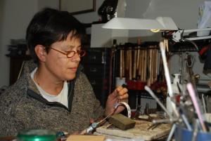 2016...in eigen atelier werkend aan een klemband